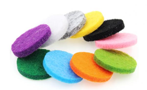 10 Stück bunte Aromatherapie Filz Pads 22mm für 30mm Diffusor Medaillon - Farbe nach Zufall